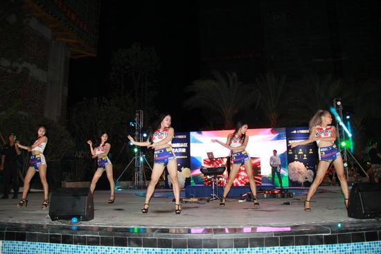 云星·钱隆世家泳池狂欢派对嗨翻龙城