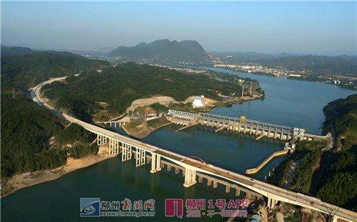 28日,航拍的广西三江侗族自治县至柳州市高速公路融安县浮石融江图片
