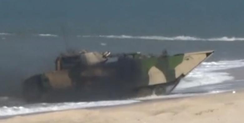 解放军夺岛演习摧毁碉堡