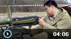 中国夫妇体验马克沁重机枪