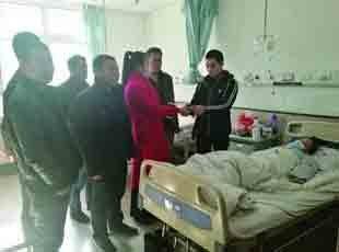 24岁女孩身患红斑狼疮 乡亲为她送来爱心款