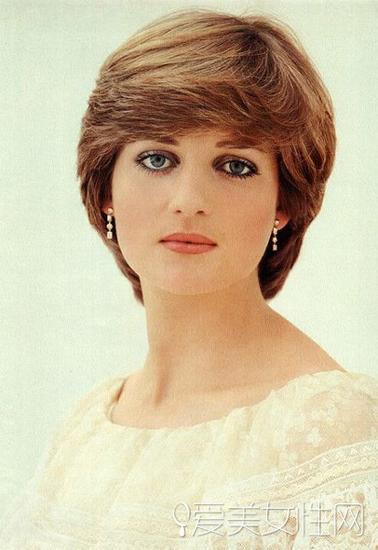 戴安娜王妃   1961年7月1日出生于英国诺福克,是爱德华斯宾塞伯爵的小