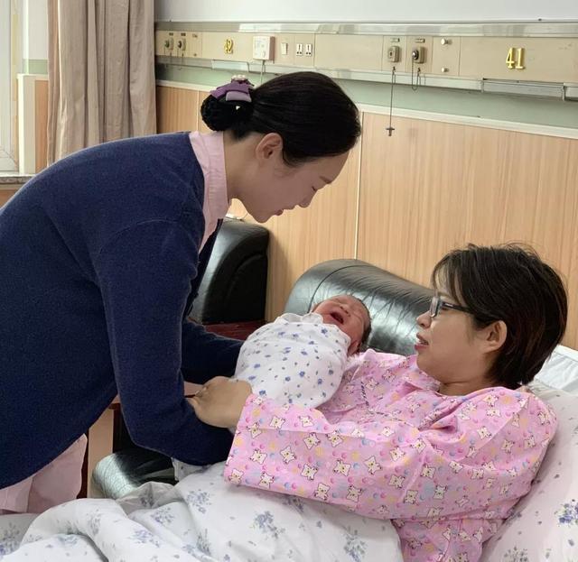 """孕妇护士过年坚守岗位 春节生产荣升""""被服务者"""""""