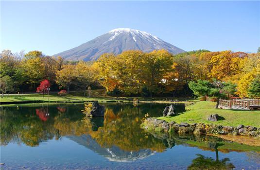 非常舒适的乘坐感觉!坐着豪车畅游北海道的枫叶胜地