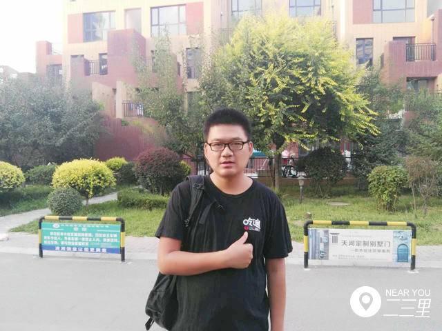 """朝阳吃货吃遍本土""""苍蝇小馆"""" 自创美食平台成网红"""
