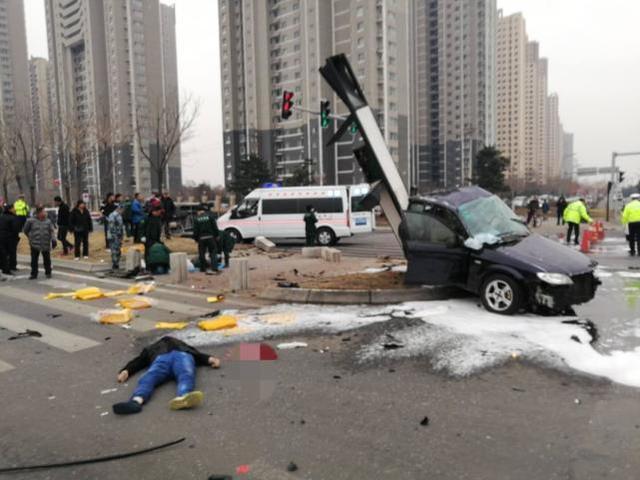 上坟途中遭车祸 辽宁男子被甩出车当场死亡