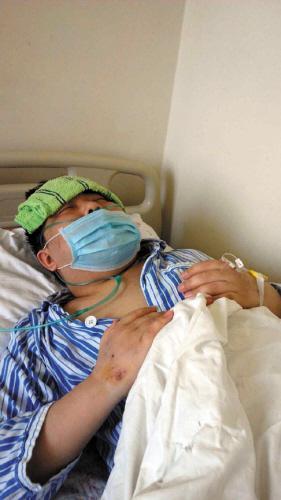 21岁小伙患罕见病住21次院 住ICU花去十几万