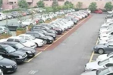 沈阳警方整治停车场非法经营 收费员须着工装戴胸卡