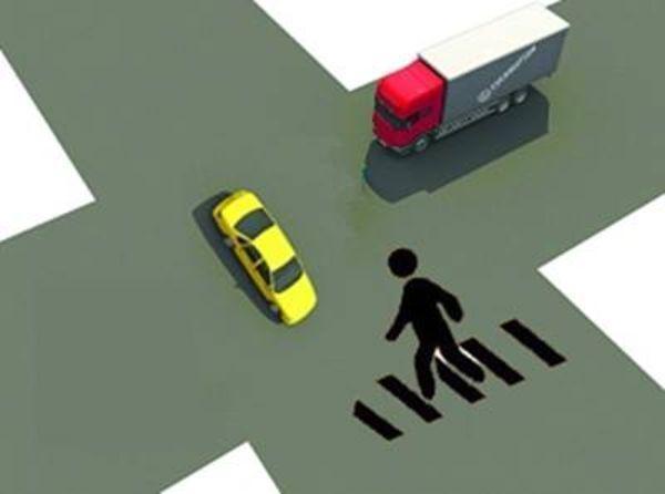 在进入路口前停车了望,让右方道路的来车先行.