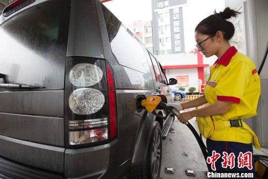 """本周五国内油价将迎""""两连涨"""" 每吨或上调200元"""