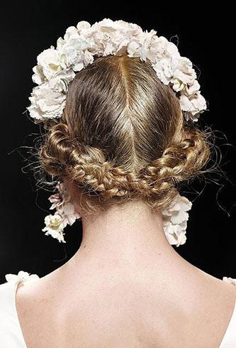 新娘经典发型:波西米亚盘发图片