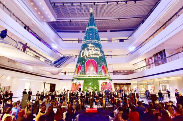 """市府恒隆广场""""响见圣诞""""巨型圣诞树冬日炫彩亮相"""