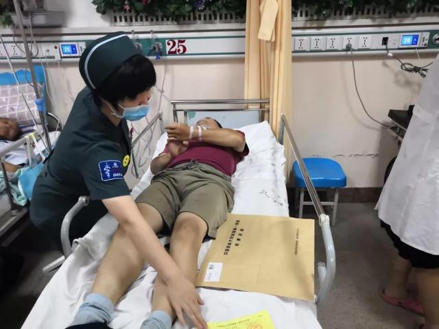 中国医大一院成功救治一名外卖配送员 保安主动代患者送餐
