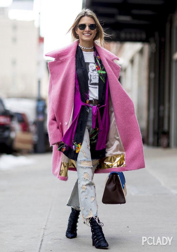 街拍丨脸熟的时尚博主都拗了那些造型?