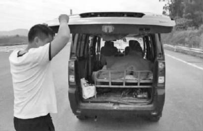 """面包车拆座放床当""""房车""""车主涉嫌改型被罚1000元"""