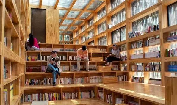 书屋里面很美,而且有木头的香气,走入室内就请脱下鞋子,尽情舒展脚丫图片