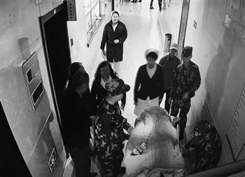 """沈阳一名170斤患者做CT 老母""""抬不动""""被急哭"""