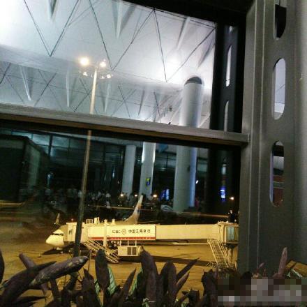 桃仙机场跑道破损被迫关闭4小时