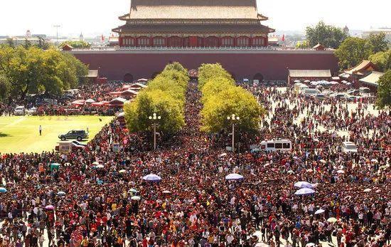 6天时间5000亿,让世界颤抖的黄金周!半个中国都暴走了!