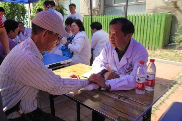 微医联合多家医院开展义诊 促进家庭医生签约