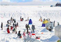 冬季最佳的休闲娱乐方式 就是冰上垂钓西太公鱼