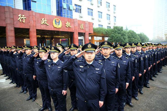 春节期间 沈阳市行政执法每天800人上街清理违规行为