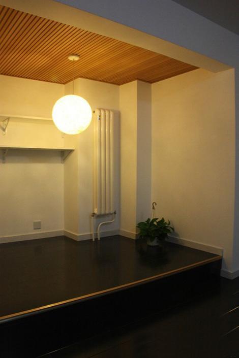 二楼的卫生间拆掉做了地台,准备放书架和懒人沙发-一省再省 新鲜出