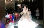 新娘婚礼唱《喜欢你》开口跪,第一句可以秒杀邓紫棋了!