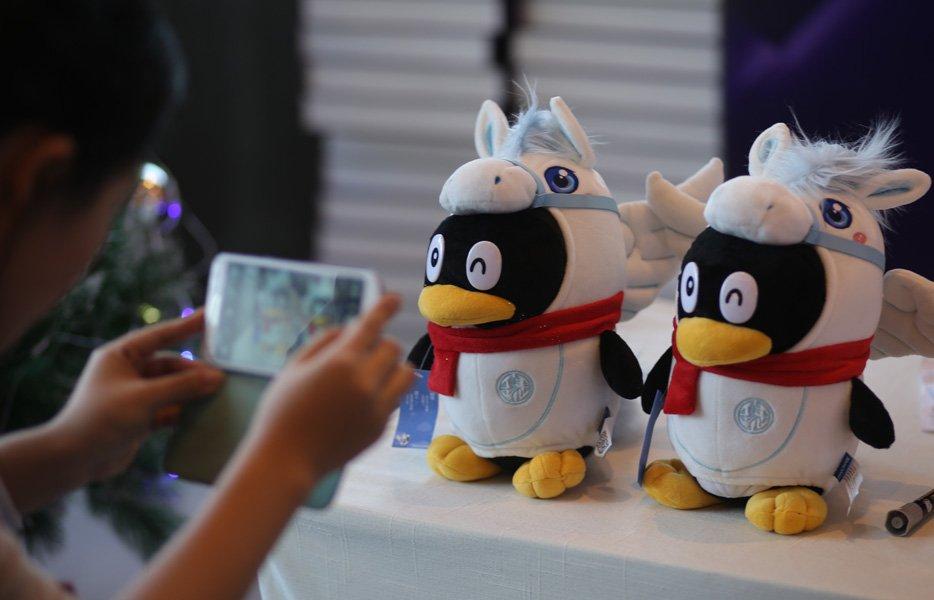 2013大辽网年度影响力盛典参会人员拍摄QQ公仔