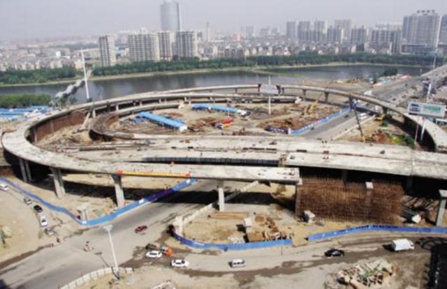 锦州中央南街与科技路路口 设立禁止机动车掉头标志