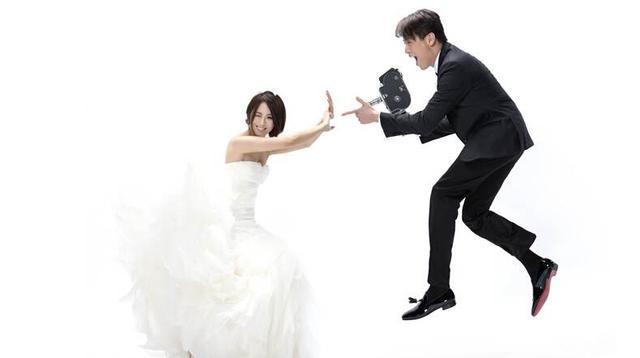 """陶喆""""嫁啦"""" 求婚紧搂江姵蓉婚纱照秀甜蜜"""