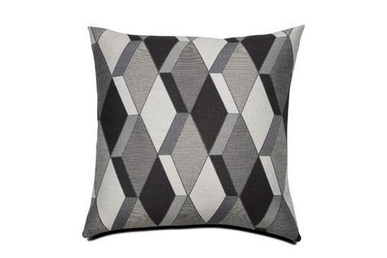 小小的抱枕可以有不同的风格,作为装饰家居的必备饰品之一,它的选择