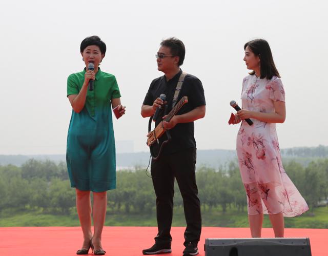 """铁西区举行""""三城联创""""大型广场歌舞文艺晨演"""