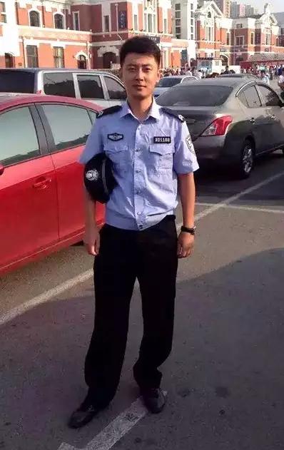 """哥向你推荐个帅小伙儿,看看这个警察哥哥是不是你的缘分吧~ """"瀚冉"""""""