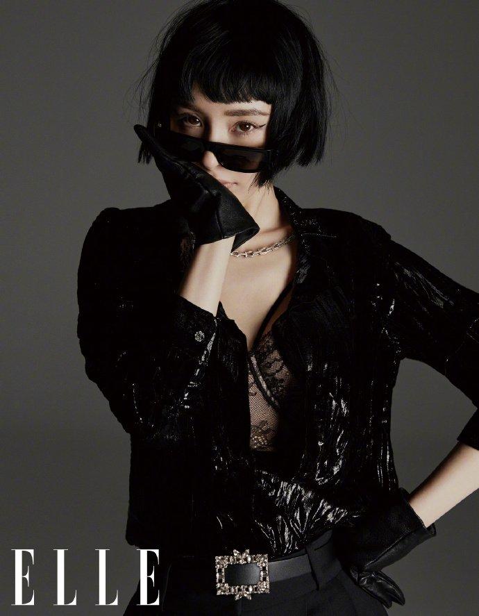 杨幂尝试全新短发造型 蕾丝皮手套统统上身定义新性感