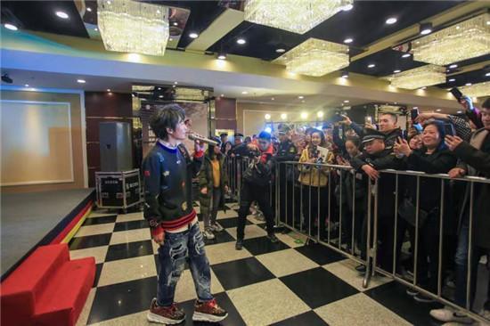 牛魔王管家婆官方网站阿尔瓦雷兹11月跨级别挑战俄罗斯拳王科瓦列夫