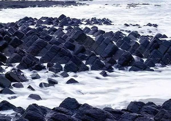 来看!全球最美的12种颜色的沙滩(组图)