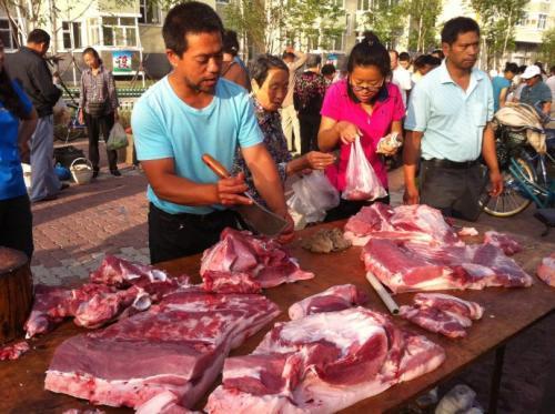 黑山卖肉人不慎割伤买肉人手指 赔款1000多元