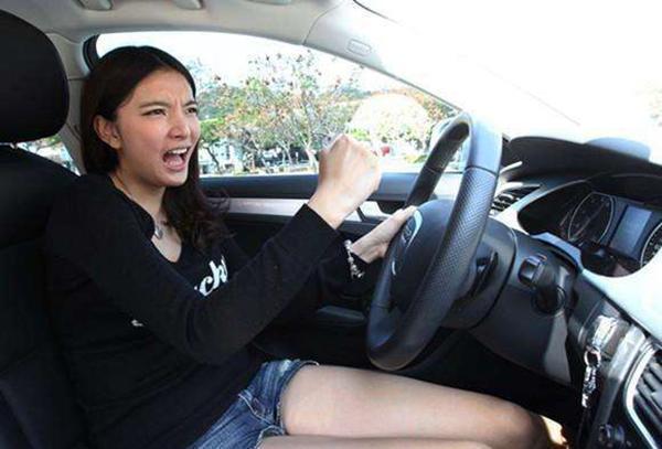 从此拒绝再黑女司机 其实她们开车更靠谱