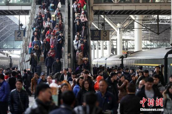 春节期间全国交通运行安全平稳 航班正常率超九成