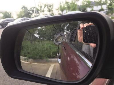 小区多户业主家窗户和汽车遭遇不明弹珠袭击 警方介入调查