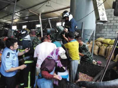 """塑料粉碎机""""吞噬""""女工手 消防员切割机器成功救援"""