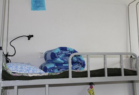 两名大一男生寝室内动刀 20岁学生杀死18岁同学