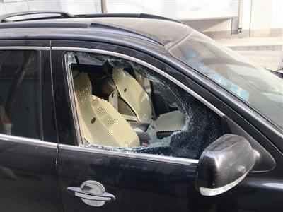 凤城警方破获系列撬砸汽车玻璃盗窃案