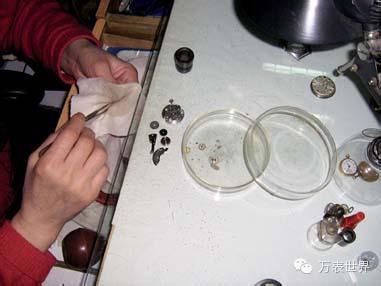 手表表镜磨损或者摔坏要怎么处理