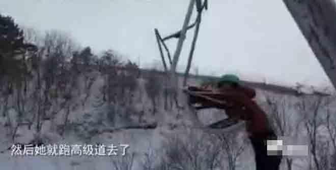 辽阳滑雪场一女游客从缆车坠下 腰部骨折