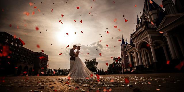 韩式唯美婚纱照必备元素 拥抱亲吻不能少