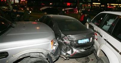 男子无证驾驶吸毒逃逸 牵出另一起交通肇事案件