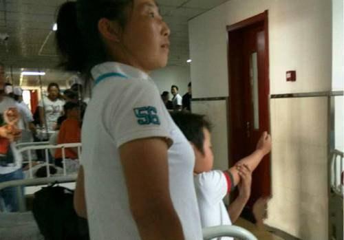 农安一学校百余名学生集体呕吐、腹泻 县医院儿科挤满患病学生