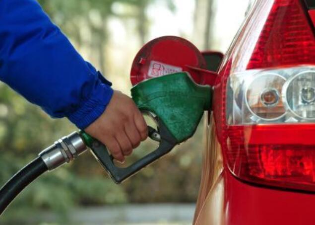 预计今晚92#汽油每升上涨一毛四
